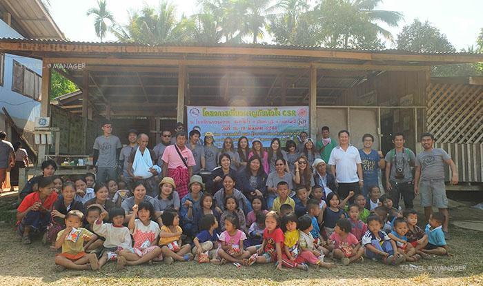 อาสาเที่ยวมอบของต่างๆให้แก่ชาวบ้านในชุมชน