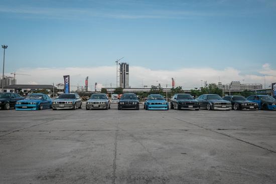 ในบรรดา BMW หลากหลายรุ่นที่มารวมตัวกันในครั้งนี้ ดูเหมือนกว่า E30 และ E34 จะมากันเยอะจนแน่นขนัดกันไปหมด
