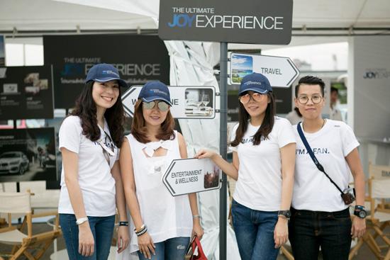 ทีมงานผู้อยู่เบื้องหลังการจัดงานและบูทกิจกรรม BMW Ultimate Joy Experience