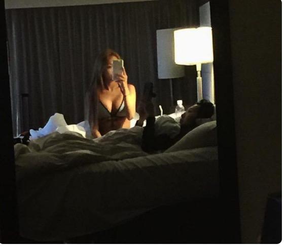 """เป็นเรื่อง! """"ฮโยริน Sistar"""" โพสต์ภาพเซ็กซี่ก่อนนอนเจอชาวเน็ตถามโป๊ไปไหม?"""