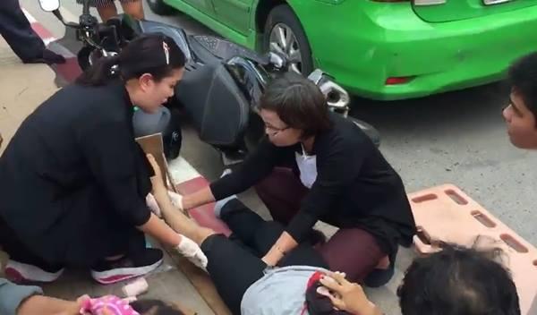 ชื่นชม! สองพยาบาลช่วยคนเจ็บ เหตุรถชนแม้รีบขึ้นเครื่องบิน