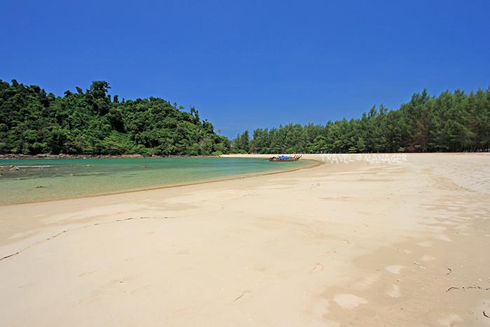 แนวหาดทรายและโค้งอ่าวเขาควาย เกาะกำตก
