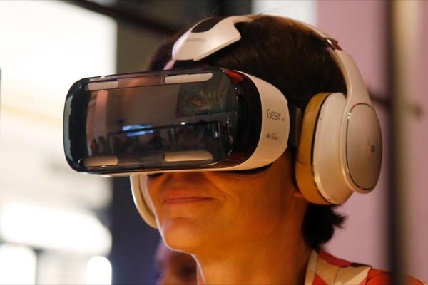 อุปกรณ์สวมศีรษะ Gear VR