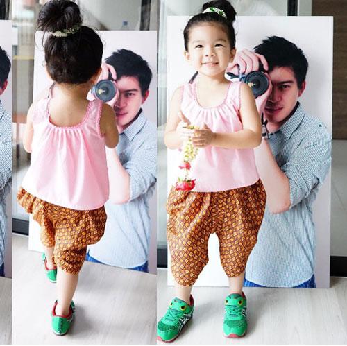 """โอ๊ย! ไม่รักได้ไง? """"น้องมะลิ"""" แต่งชุดไทยโพสท่าถ่ายรูปกับ """"พ่อปอ"""" รับวันสงกรานต์"""