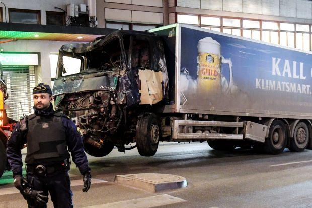 """คนร้ายขับรถชนคนในสตอกโฮล์มยอมรับความผิดฐาน """"ก่อการร้าย"""""""