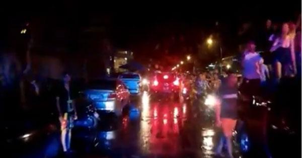น้ำใจวันสงกรานต์ ! วัยรุ่นอุดรฯ หยุดเล่นน้ำ เปิดทางรถพยาบาลฉุกเฉิน