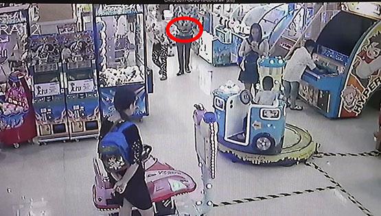 2 นักศึกษามหาลัยดังจนมุมหลังฉกโทรศัพท์เด็กชาย 11 ขวบไปขาย