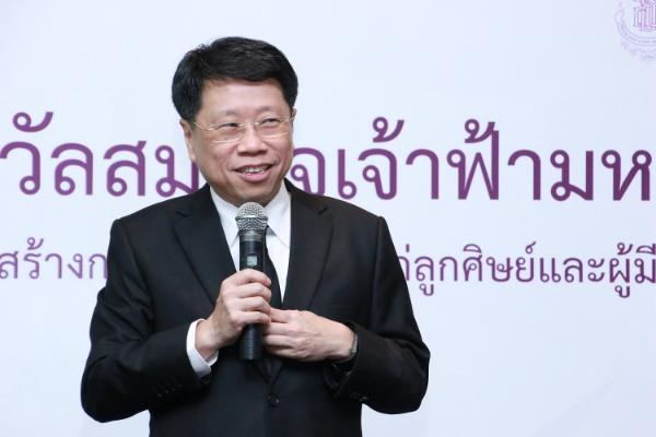 นพ.ธีระเกียรติ เจริญเสรษฐศิลป์ รัฐมนตรีว่าการกระทรวงศึกษาธิการ