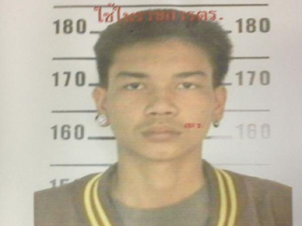 นายสาทิตย์  สาแก้ว อายุ 18 ปี น้องชาย ผู้ต้องหาอีกราย อยู่ระหว่างการหลบหนี