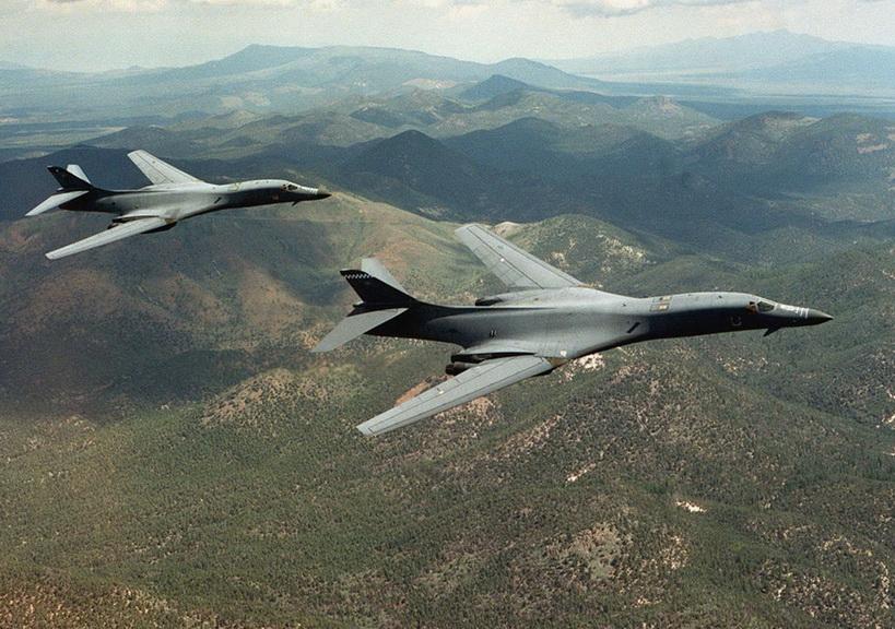 """สหรัฐฯ ส่ง """"เครื่องบินทิ้งระเบิด"""" ร่วมซ้อมรบเกาหลีใต้ โสมแดงขู่ระวังเกิด """"สงครามนิวเคลียร์"""""""