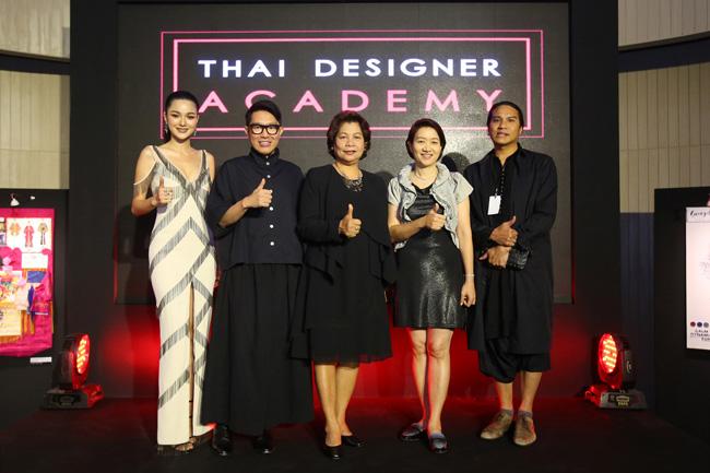 """""""กวาง เดอะเฟส"""" ร่วมชม Thai Designer Academy โครงการเฟ้นหาสุดยอดดีไซน์เนอร์ไทย  สร้างมิติใหม่แห่งวงการแฟชั่น พร้อม Showcase 40 คอลเลคชั่นชุดพิเศษ"""