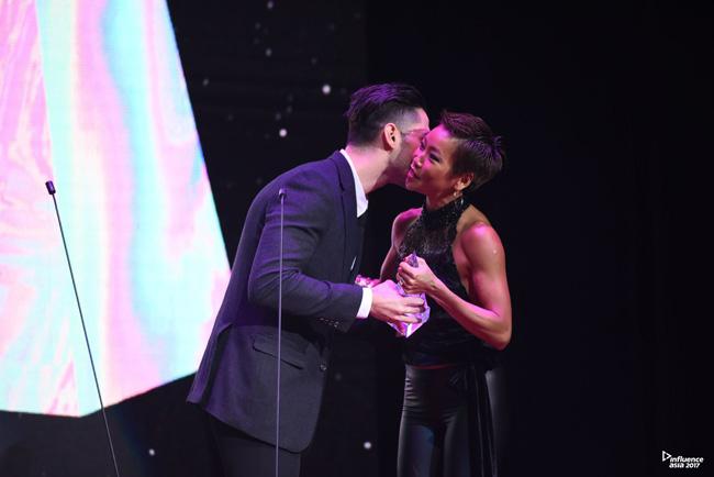 """""""เมจิ"""" สุดสตรอง!! โชว์ความฟิต รับรางวัล Top Health & Fitness Influencer Award บนเวทีระดับเอเชีย The Influencer of the Year"""