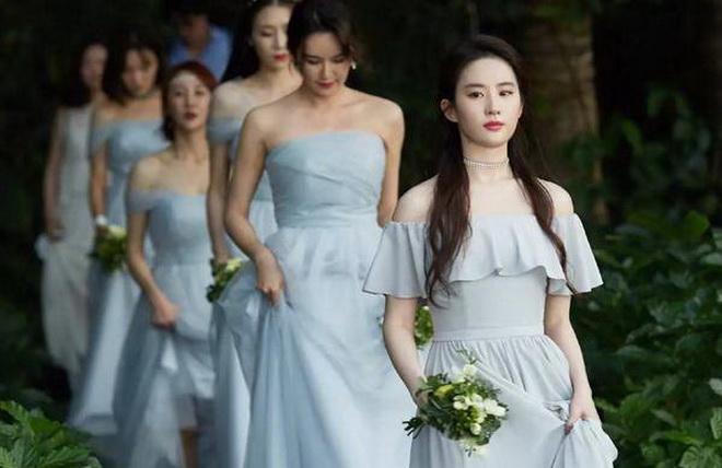 """เซียวเหล่งนึ่งมาไทย!! """"หลิวอี้เฟย"""" เป็นเพื่อนเจ้าสาวงานแต่งเพื่อนสนิทที่เกาะสมุย"""