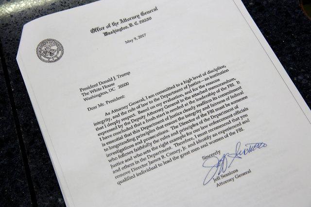 หนังสือจาก เจฟฟ์ เซสชันส์ รัฐมนตรียุติธรรมในสหรัฐฯ ที่แนะนำประธานาธิบดีโดนัลด์ ทรัมป์ ให้ปลด เจมส์ โคมีย์ จากตำแหน่งผู้อำนวยการสำนักงานสอบสวนกลางสหรัฐฯ (เอฟบีไอ)