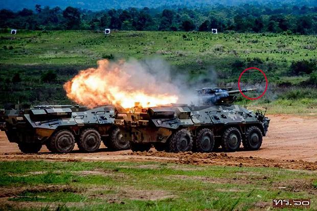 <br><FONT color=#00003>ภาพที่เผยแพร่โดยกองประชาสัมพันธ์ สลก.ทร. แสดงให้เห็น BTR-3E1 สองคัน ยิงอาวุธปล่อยนำวิถีต่อสู้รถถังรุ่นหนึ่ง ที่ยิงเป้าหมายเคลื่อนที่ได้ไกล 5,000 เมตร กองทัพบกไทยจัดหา BTR-3E1 ล็อตแรก 96 คัน เมื่อหลายปีก่อน ในนั้นมีเพียง 6 คัน ที่ติดตั้ง ATGM มีอีก 9 คันติดท่อยิงลูกระเบิด 81 มม. กับอีก 4 คันติดท่อยิงลูกระเบิด 120 มม. อีก 64 คันติดท่อยิงระเบิดอัตโนมัติ นอกเหนือจากระบบป้อมปืน พร้อมปืนใหญ่ 30 มม. ที่ควบคุมการยิงจากภายในรถ.</b>
