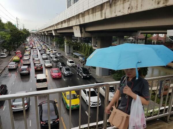 ประเดิมเปิดเทอมวันแรก มาหมดทั้งฝนตก-น้ำท่วม-รถติด