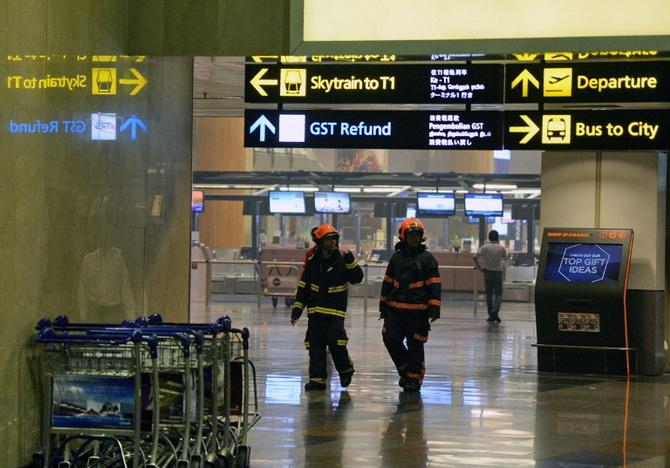 ไฟไหม้อาคารสนามบินสิงคโปร์ อพยพผู้โดยสารหลายร้อยชีวิต