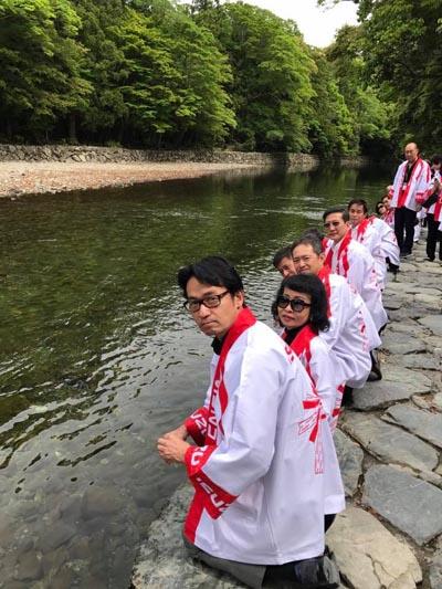 พิธีเสริมบารมีฉลอง 60 ปีทอง ณ แม่น้ำ อีซูซุ