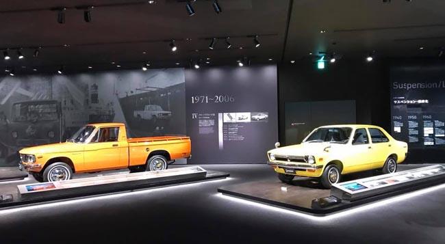 โซนประวัติศาสตร์ มีแนะนำรถรุ่นที่มีชื่อเสียงในอดีตพร้อมอธิบายภูมิหลังของยุคสมัยในแต่ละช่วง
