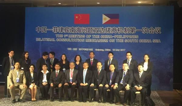 การประชุมกลไกปรึกษาทวิภาคี ประเด็นทะเลจีนใต้ครั้งแรกระหว่างจีนและฟิลิปปินส์ ณ เมืองกุ้ยหยาง มณฑลกุ้ยโจว เมื่อวันที่ 19 พ.ค. 2017 (ภาพ สื่อจีน)