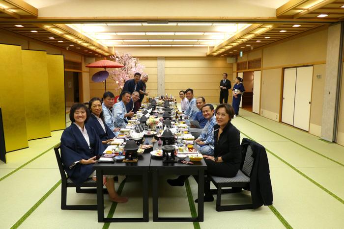 อาหารเย็นสไตล์ญี่ปุ่นที่โรงแรมฮะจิมันไต ไฮท์