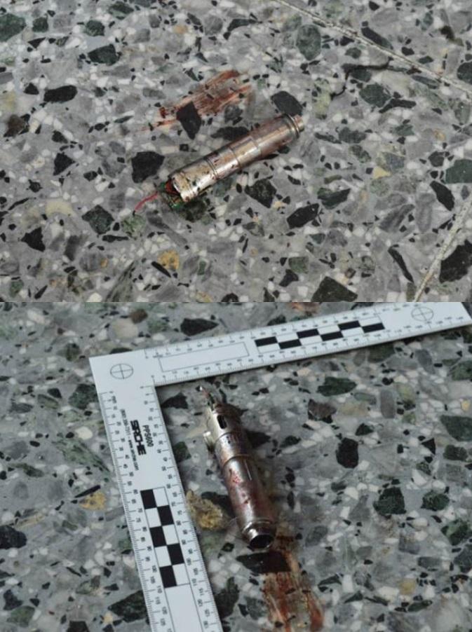 ภาพนิวยอร์กไทม์ส ภาพหลักฐานทางนิติวิทยาศาสตร์ สวิตจุดระเบิด ที่เชื่อว่าอยู่ในมือซ้ายของมือโจมตี