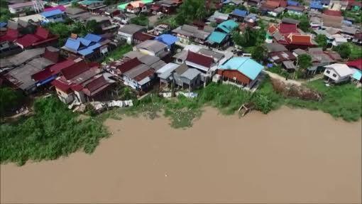 ชาวบ้านริมน้ำเจ้าพระยาบางบาลผวาตลิ่งทรุดหนัก หวั่นทำบ้านไหลลงแม่น้ำ