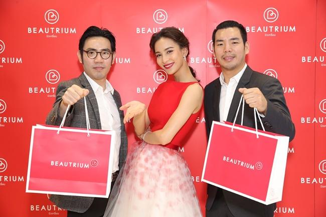 เหล่าซุป'ตาร์ชวนร่วมเปิดช็อป Beautrium Beauty Mega Store อัปเดตเทรนด์ความงาม