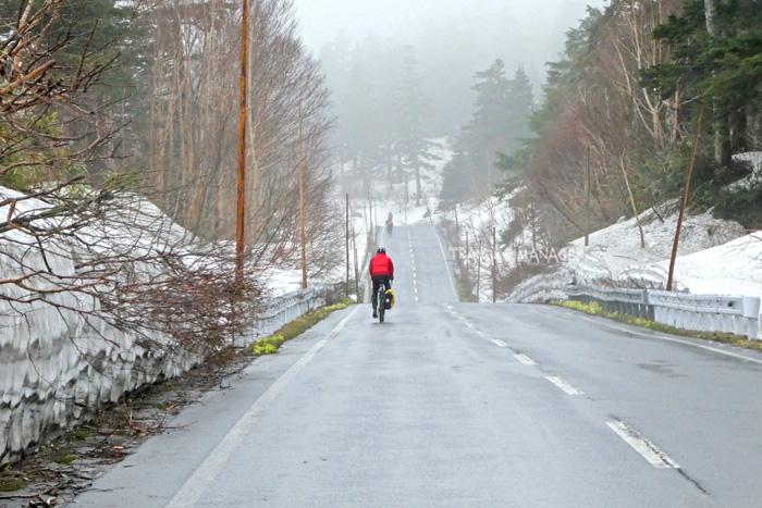 เส้นทางปั่นผ่านกำแพงหิมะบนเทือกเขาเขาฮะจิมันไต