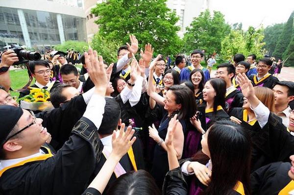 มหาวิทยาลัยชิงหวาของจีน ยังคงครองอันดับ 25 มหาวิทยาลัยที่ดีที่สุดในโลกเป็นปีที่สอง (ภาพไชน่าเดลี่)