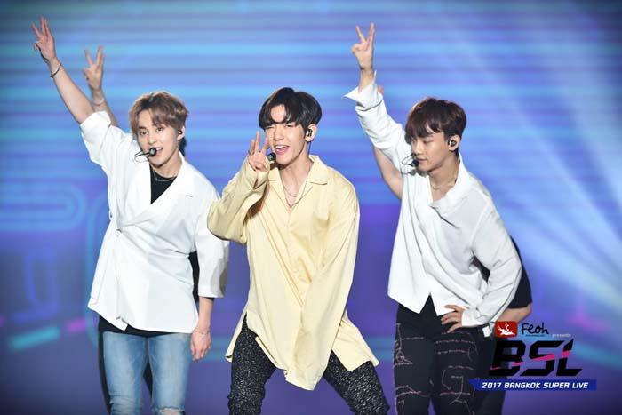 """""""EXO-C.B.X"""" นำทีม """"Red Velvet"""" และ """"Romeo""""พ่วง """"ยุนยงบิน-คิมอูจู""""ปล่อยพลังบนเวที """"ซูเปอร์ไลฟ์"""""""