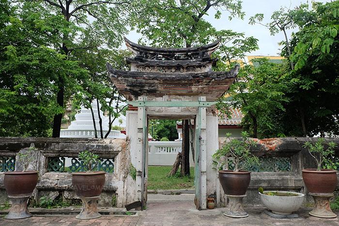ตกแต่งรอบบริเวณด้วยสถาปัตยกรรมแบบจีน