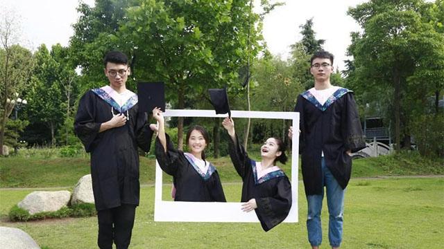 ไอเดียเจ๋ง บัณฑิตใหม่จีนรวมตัวถ่ายภาพจบการศึกษาแบบ 3 มิติ