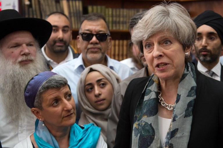 นายกรัฐมนตรี เทเรซา เมย์ แห่งอังกฤษ ลงพื้นที่พูดคุยและให้กำลังใจแก่ชุมชนมุสลิม