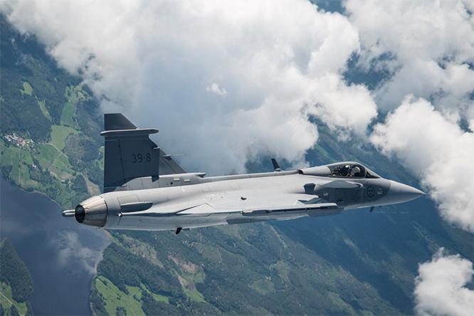 <br><FONT color=#00003>หมายเลข 39-8 ... เครื่องบินทดสอบ JAS39 ลำที่ 8  กริพเพน E ขึ้นฟ้า 15 มิ.ย.ที่ผ่านมา เป็นการเปิดศักราชใหม่ ของ Saab กับ Gripen แห่งสวีเดน เพิ่งจะเกิดแต่ก็มีลูกค้ารอส่งมอบอยู่กว่า 100 ลำ กองทัพอากาศสวีเดน 60 ลำ สวิตเซอร์แลนด์ 22 บราซิลอีก 28 ล็อตใหม่ของกองทัพอากาศไทย 6 ลำ คงจะเป็น Gripen E ของแท้แน่นอน -- เป็นยุคทองของ JAS39 อย่างแท้จริง. </b>