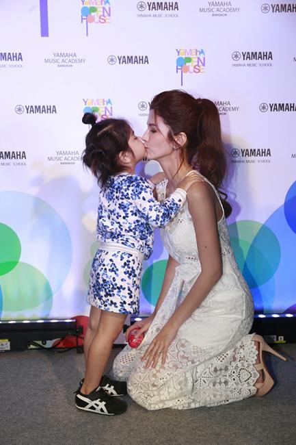 """""""แม่โบว์"""" พา """"มะลิ"""" ครื้นเครง!! ทัวร์รอบ Yamaha Music Academy Bangkok"""