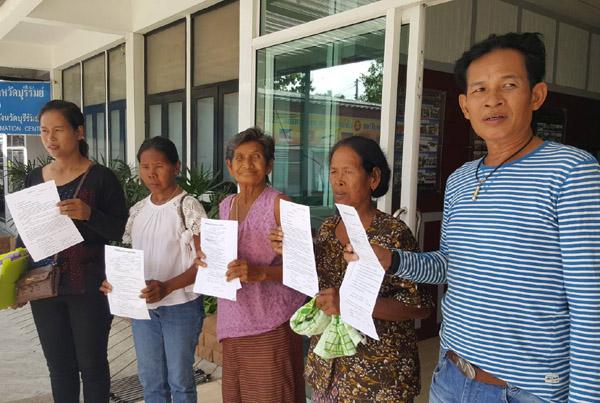 ผู้เฒ่าชาวบ้านบุรีรัมย์บุกร้องผู้การฯตร. ถูกครูสาวหลอกยืมเงินรายละหลายแสน นาน 5 ปีไม่คืน