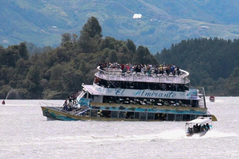 In Pics & Clips: เรือนักท่องเที่ยวล่มกลางอ่างเก็บน้ำโคลอมเบีย ดับแล้ว 6 ศพ-สูญหาย 31