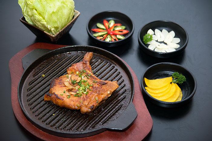 พอร์คชอปซอสย่างเกาหลี ห่อกินพร้อมผัก