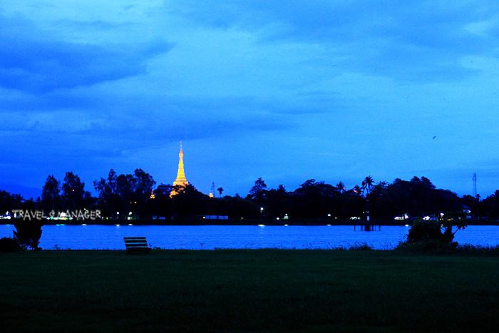 บรรยากาศเมืองตองอูยามเย็นในมุมมองผ่านทะเลสาบมองเห็นพระธาตุชเวซานดอร์