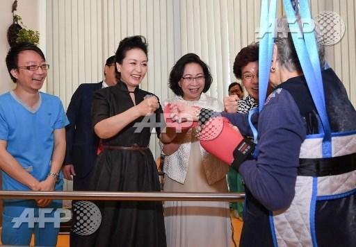 Opium and bananas banned for Hong Kong military parade