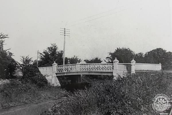 สะพานเฉลิมภพ ๕๐ ข้ามคลองหัวลำโพง ปลายถนนสุรวงศ์