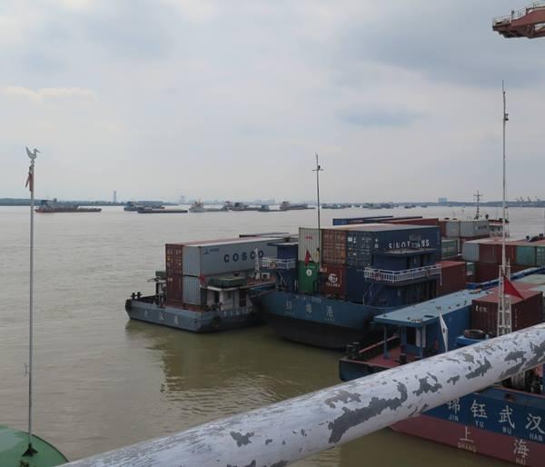 """""""ฮั่นซินโอว"""" ยังผุดความร่วมมือประสานระบบโลจิสติกส์ทางบก ระบบราง และโลจิสติกส์ทางน้ำ โดยจับมือกับท่าเรือหยางหลัวในอู่ฮั่น เปิดเที่ยวเดินเรือขนส่งสินค้าระหว่างอู่ฮั่นไปยังท่าเรือหยางซันในเซี่ยงไฮ้ (ภาพ MGR ONLINE)"""
