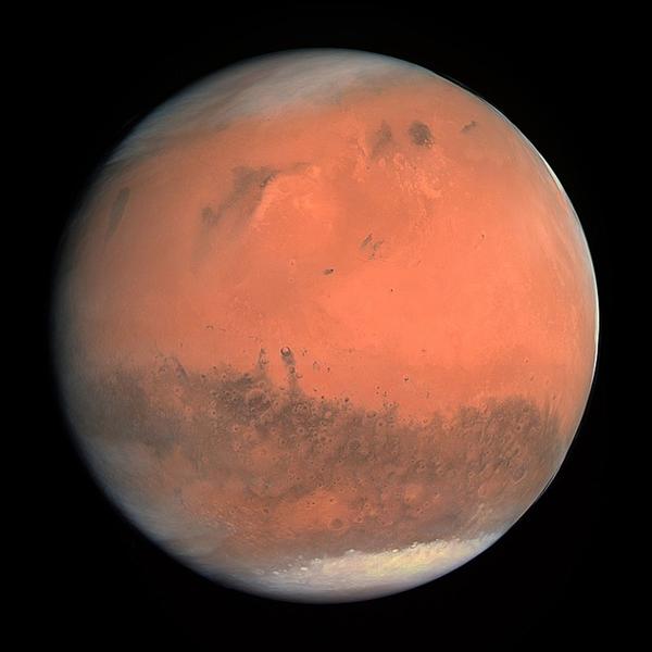 วงแหวนที่กำลังจะมีของดาวอังคาร และที่มีอยู่แล้วของดาวเสาร์