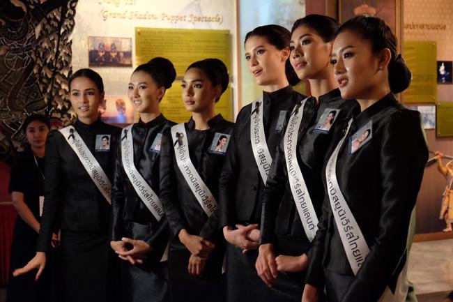 งดงาม 40 สาวมิสยูนิเวิร์สไทยแลนด์ 2017 กราบพระบรมศพ ในหลวง ร.9