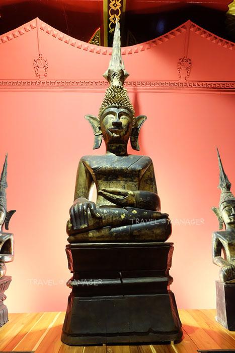 พระพุทธรูปที่ทำจากไม้เรียกว่า พระเจ้าพร้าโต้