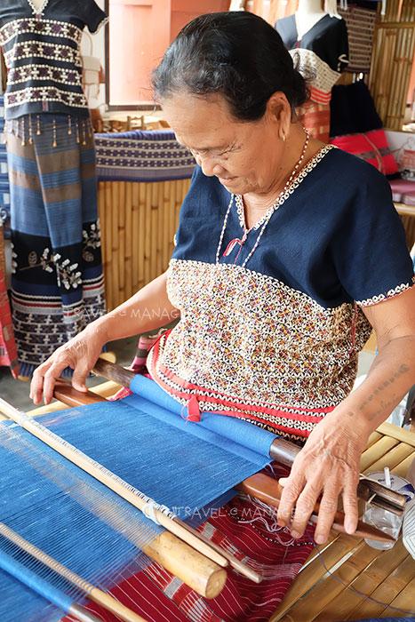 ชมการปักผ้าปาญอ ของชนเผ่าปกาเกอะญอ