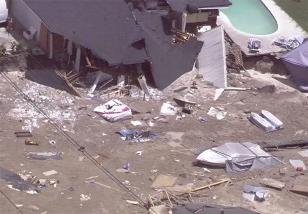 สุดสะพรึง!!หลุมยุบยักษ์กลืนบ้านทั้งหลังในฟลอริดา อพยพผู้คนออกจากที่พัก(ชมคลิป)