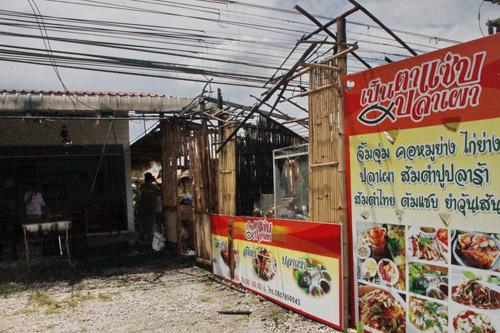 สายไฟฟ้าแรงสูงขาด  ตกใส่ร้านส้มตำปลาเผาบางคล้าวอด ลูกค้าเผ่นหนีตายกระเจิง