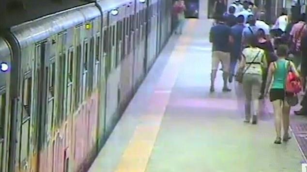 คลิปหวาดเสียว!!ผู้โดยสารอาการสาหัสนอนไอซียู โดนรถไฟฟ้าหนีบลากไปตามชานชาลากรุงโรม